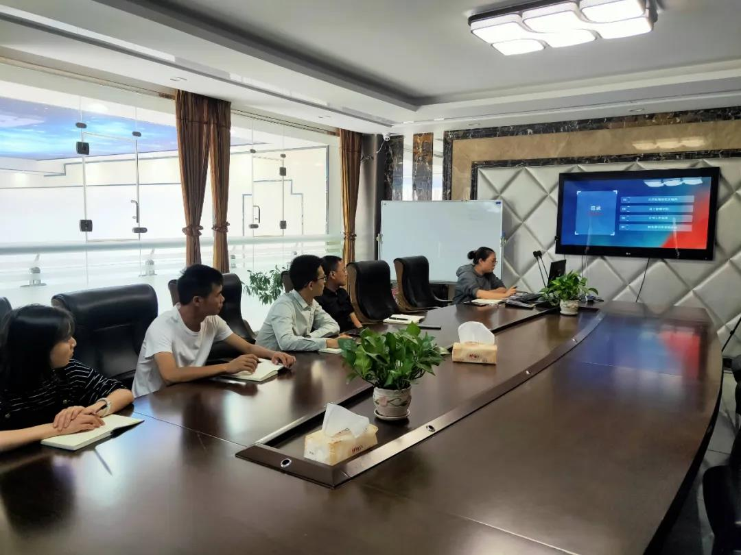 东方彩灯·时事要闻丨新员工培训——协心同力,共筑梦想。