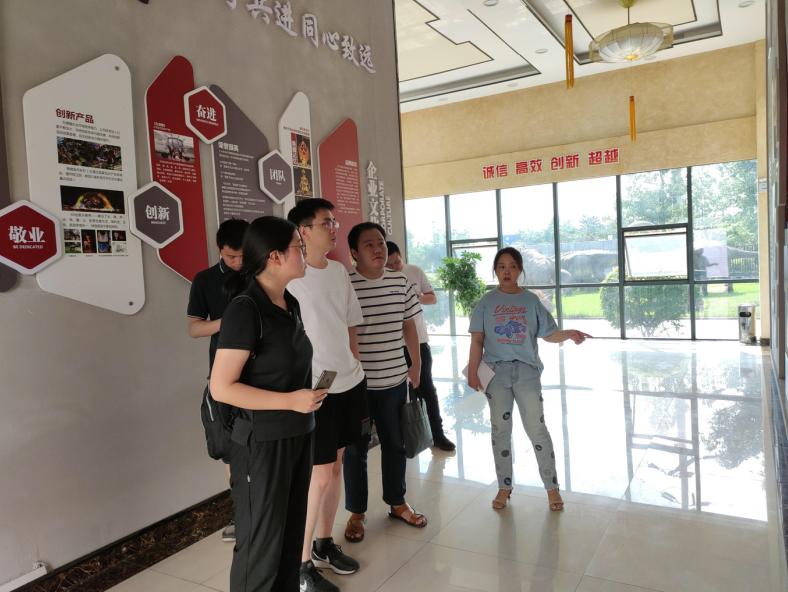东方彩灯·聚焦灯贸 彩灯产业发展规划组莅临灯贸集团调研考察